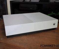 იყიდება - Xbox One S - 500 GB - FIFA 19 - UFC 2